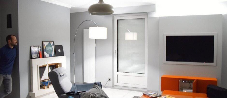 Dans l'appartement de Nicolas, les volets, les lampes, les caméras, les prises électriques, les radiateurs sont connectés.  Photo JSL /Julie GARNIER